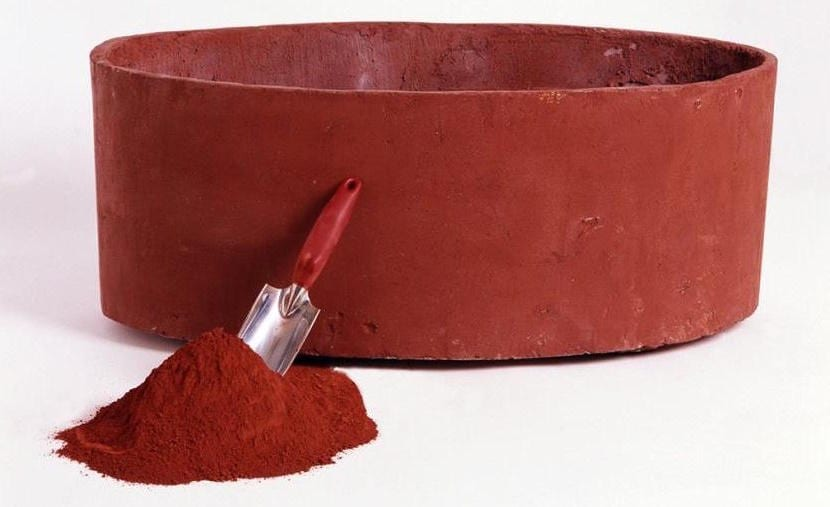 Cómo hacer una maceta de cemento roja