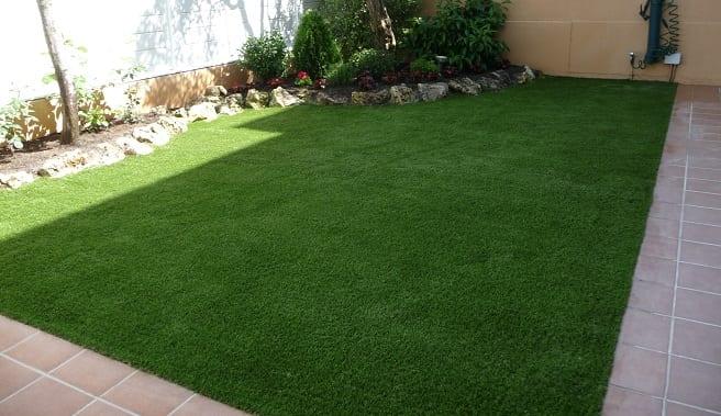 Elegir el tipo de suelo para un jard n peque o - Iluminacion jardines pequenos ...