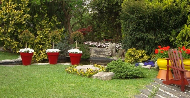 Crear un jard n de bajo mantenimiento for Como hacer un lago en el jardin