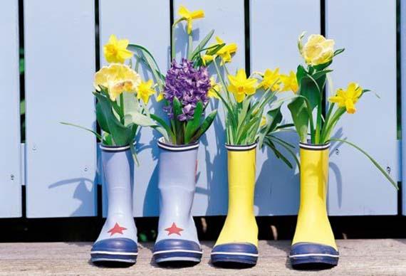 Flores en botas de agua