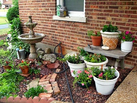 C mo aprovechar espacios peque os para armar un jard n for Jardines pequenos pegados a la pared