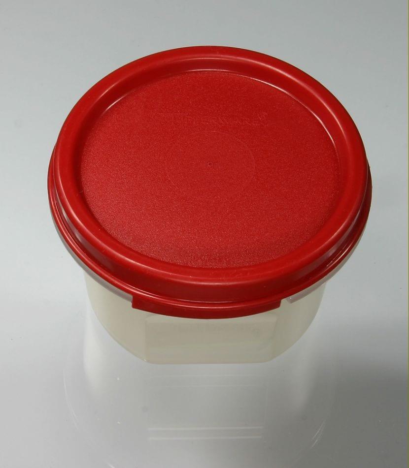 Tupperware de plástico