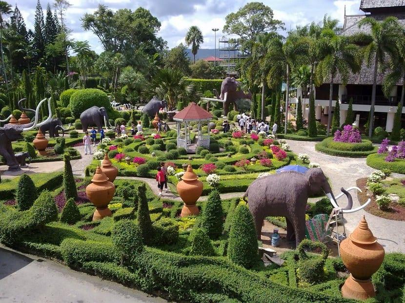 Los jardines m s bonitos del mundo for Piedras grandes para jardin