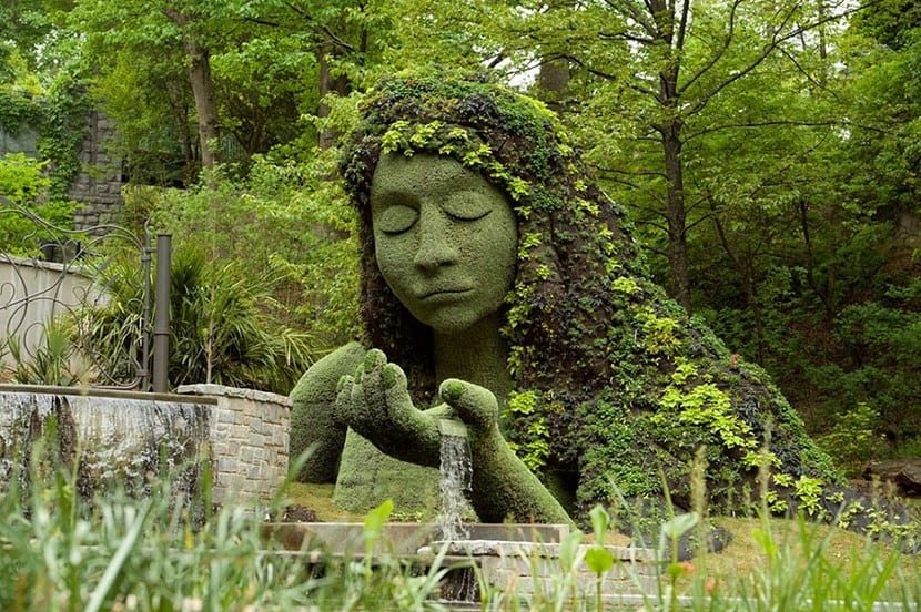 Exposicion De Esculturas Vivientes Gigantes En El Jardin Botanico De - Escultura-jardin