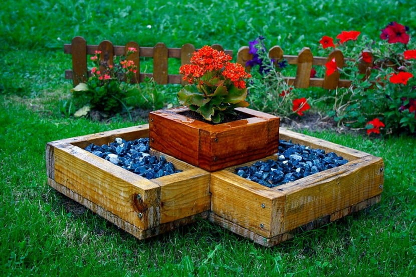 Madera de pino para el jard n muebles y muchas ideas for Jardines con madera
