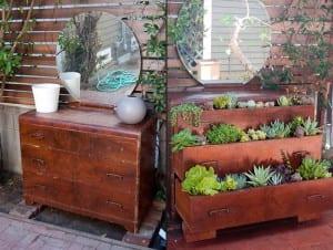 Macetas con muebles reciclados