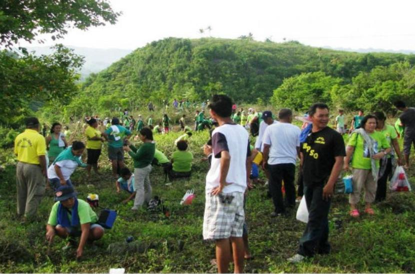 Plantan árboles en Filipinas