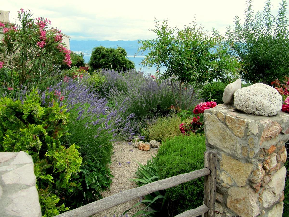 Vista del jardín mediterráneo
