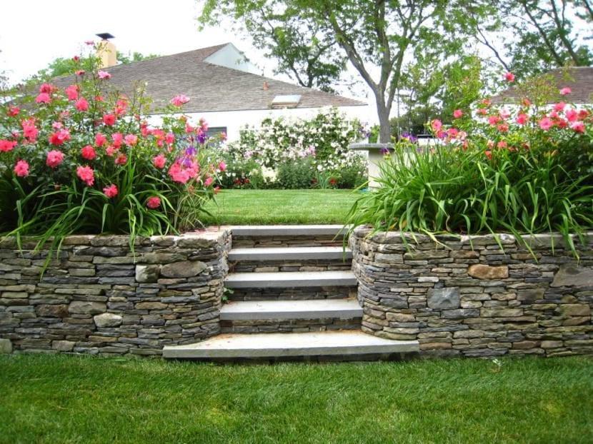 Jardinera de piedras