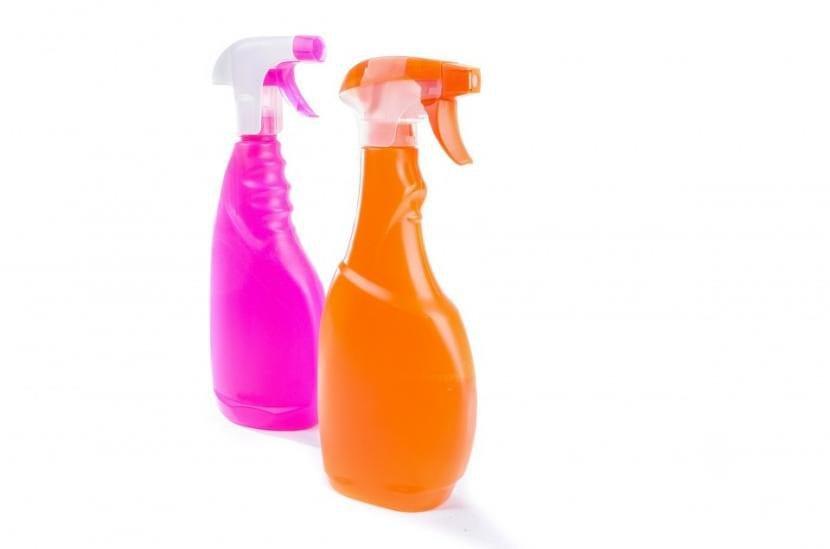 Utiliza pulverizadores como estos para tratar tus plantas con jabón