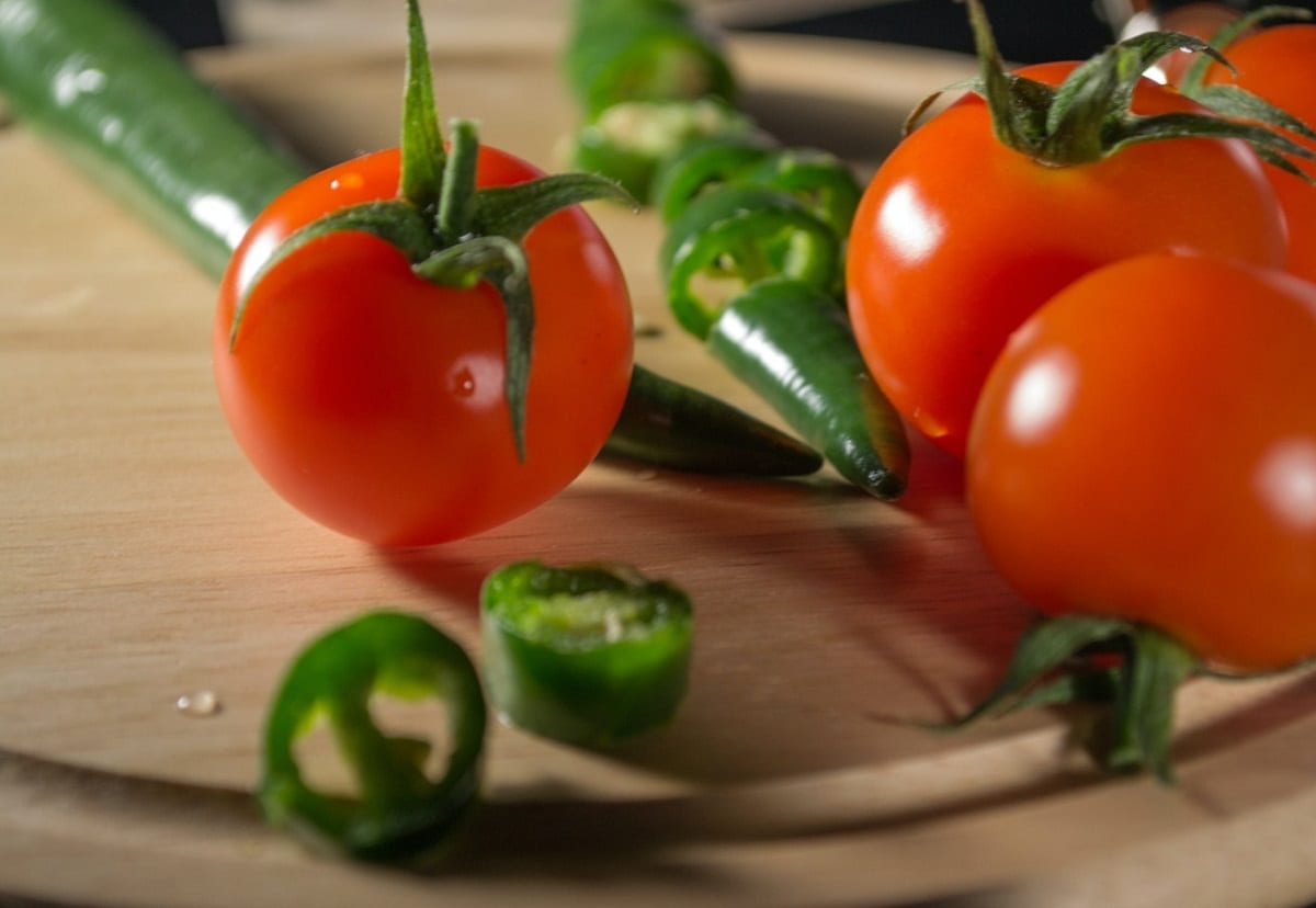 El tomate patio es rojo
