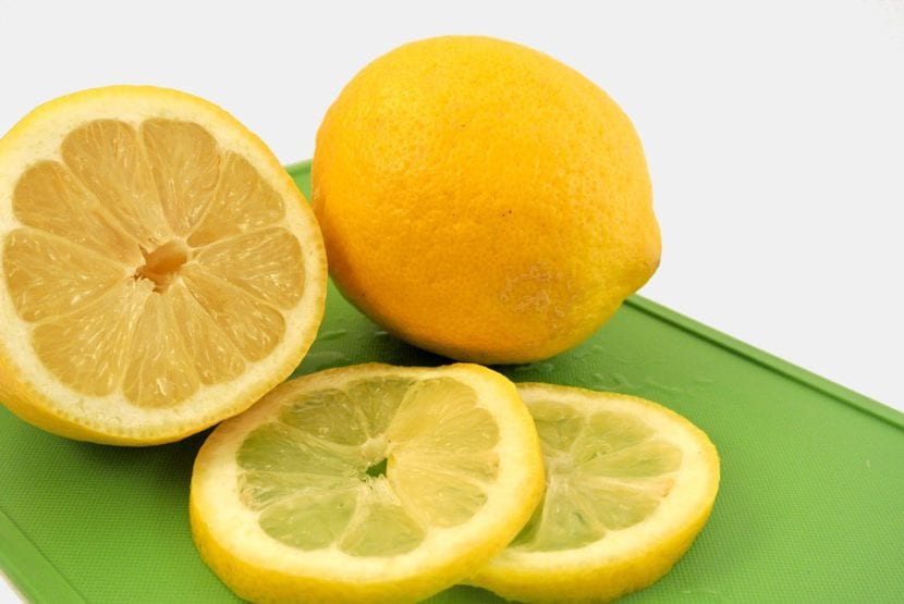 Limones cortados en rodajas