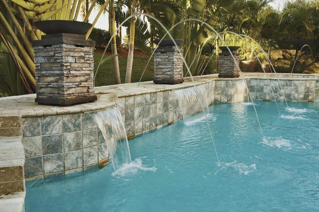 Ideas para decorar el jard n con fuentes - Fuentes para piscinas ...