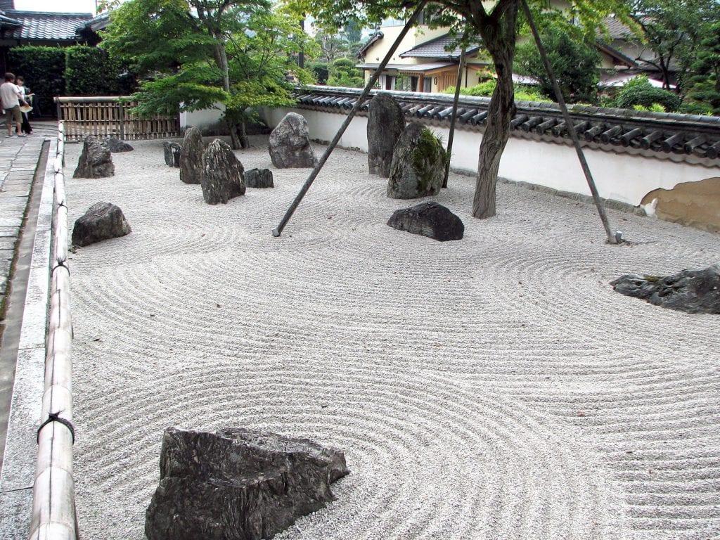 Piedras en jardín