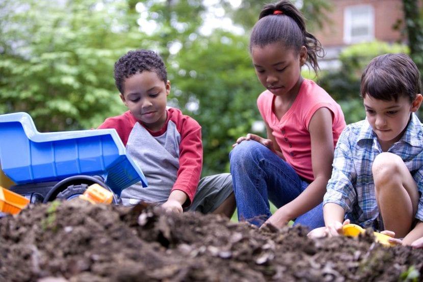 Los niños pueden cuidar el jardín