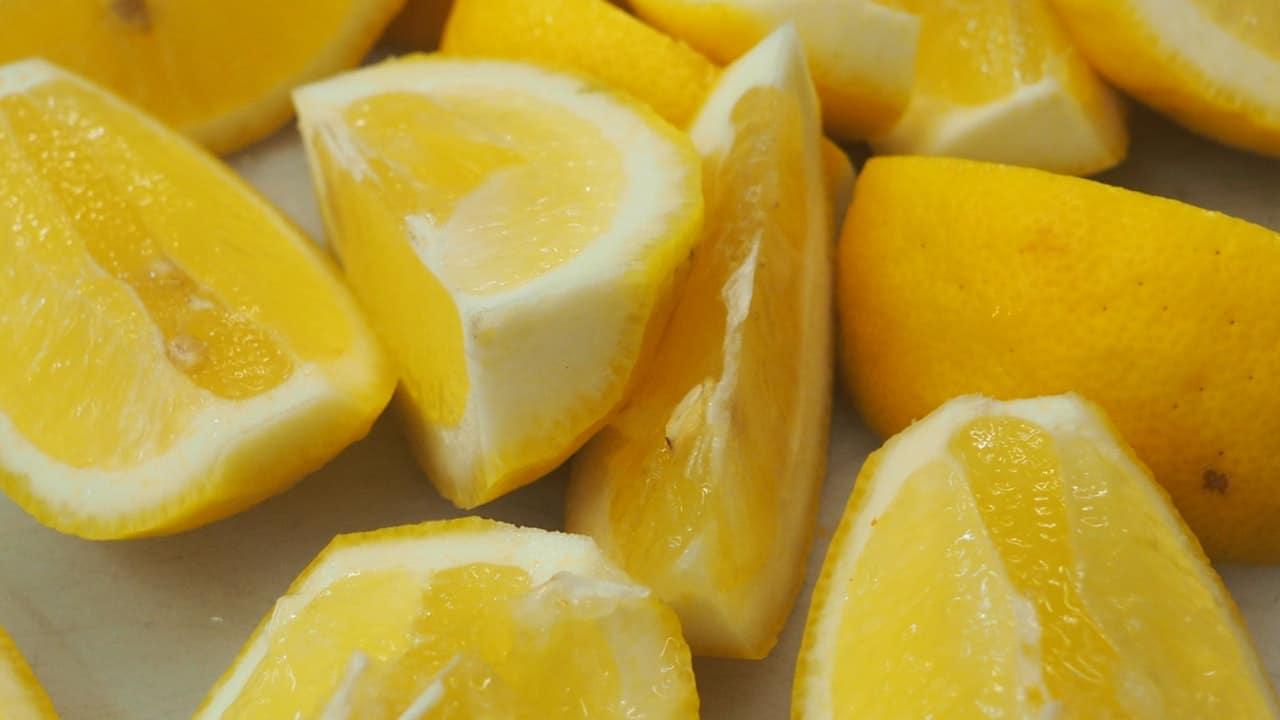 Los limones son un remedio eficaz contra las hormigas