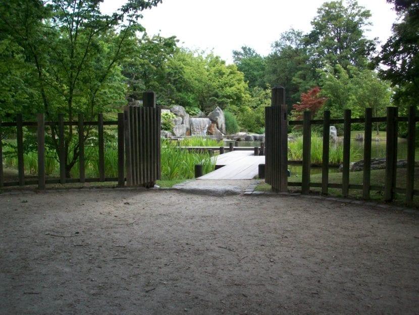 Entrada a un jardín japonés