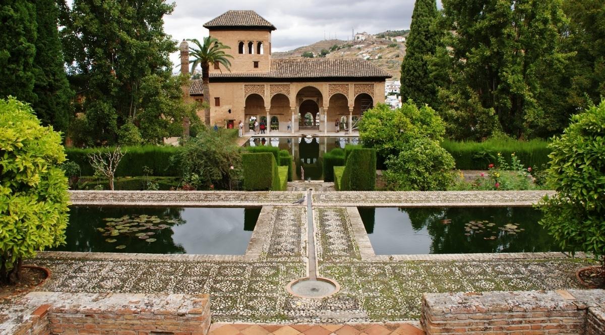 Los Jardines de la Alhambra están en Granada