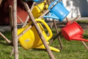 regaderas colores para el jardin