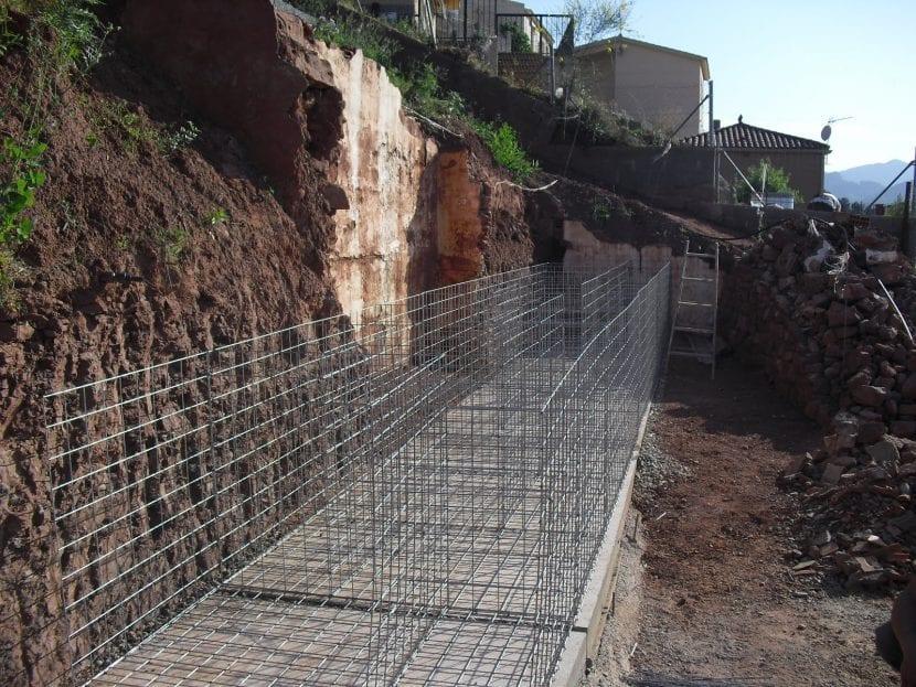 Construcción de un muro de gaviones