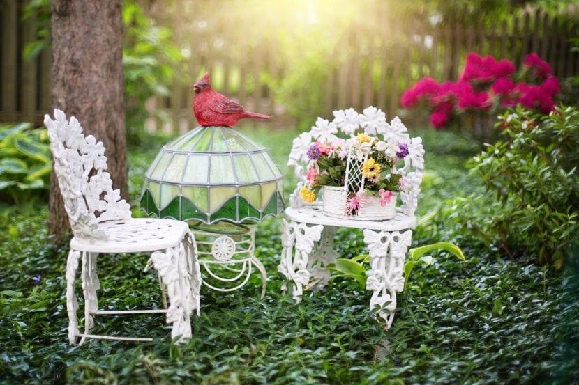 Mesa con un precioso arreglo floral