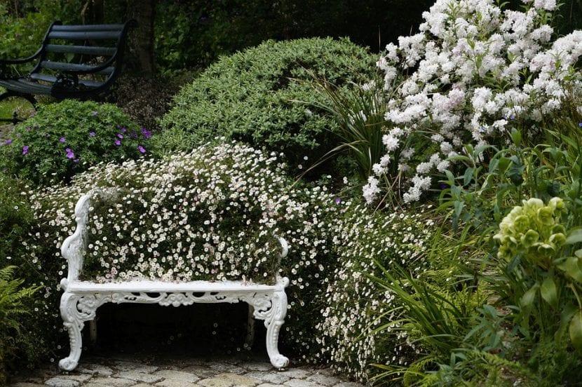 Ideas Para Decorar Con Bancos De Jardín