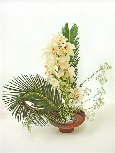 Ikebana con hojas de cyca