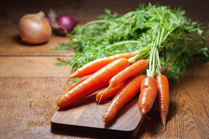 cultivar las zanahorias en una maceta