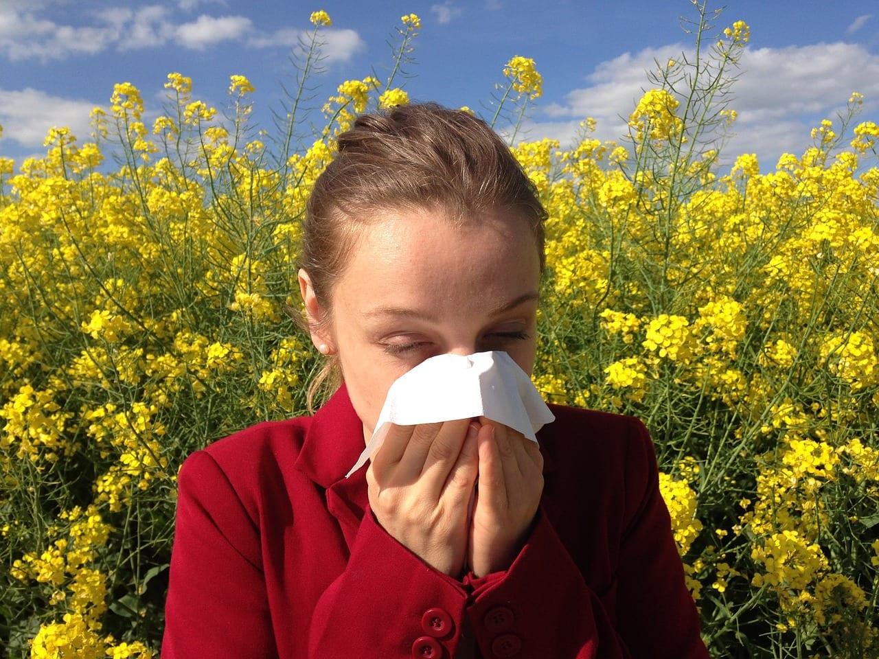 Persona con alergia al polen