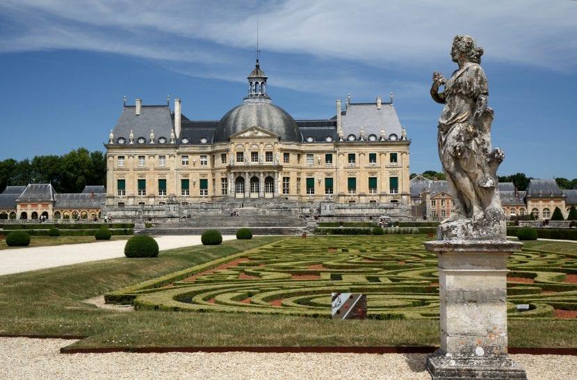 Vista de un jardín francés tradicional