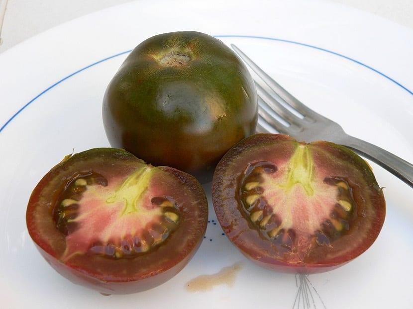 tomate negro, tomate negro ruso o también como tomate negro Crimea