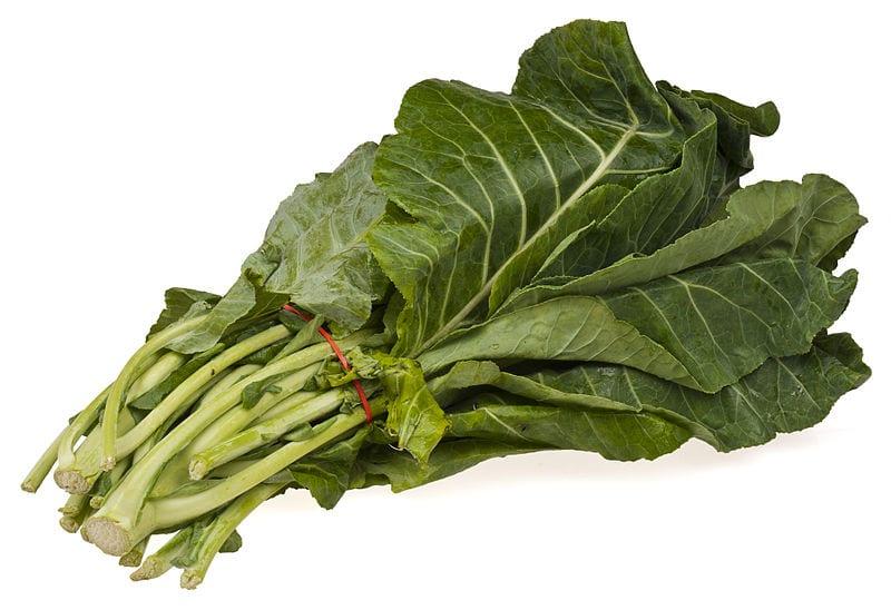 Manojo de hojas de col gallega