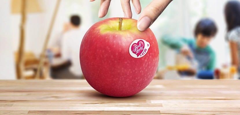 Se trata de una manzana que se caracteriza por tener un peculiar tono bicolor