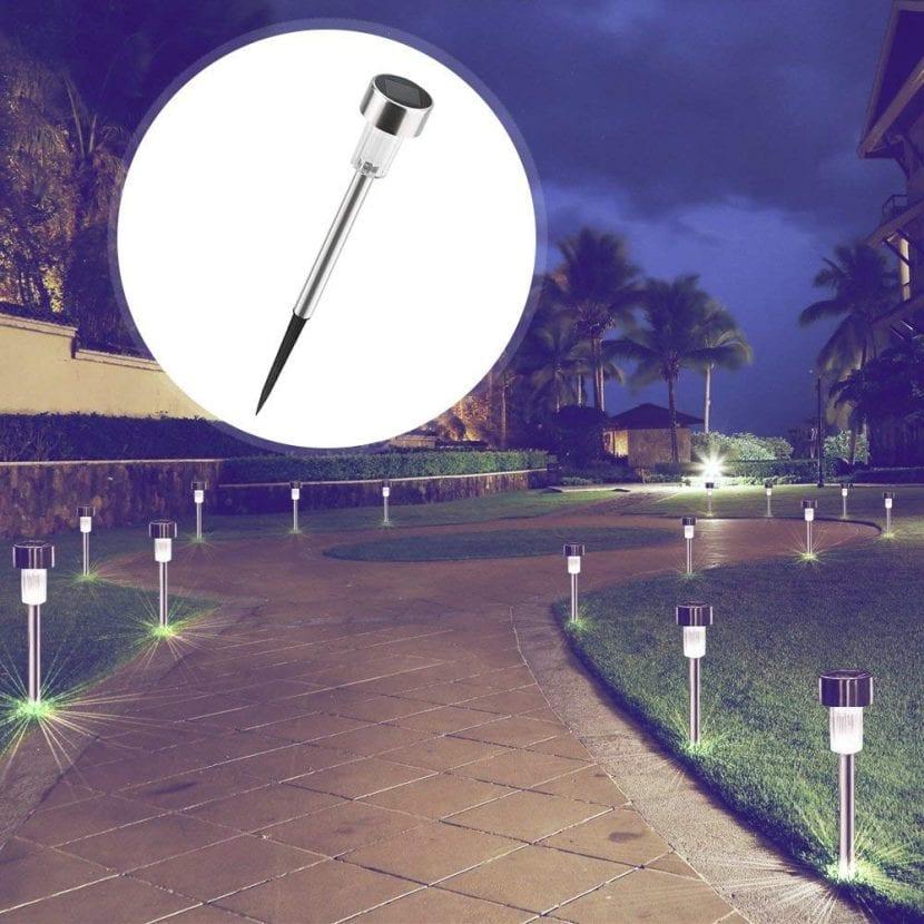 Pon lámparas solares en tu jardín