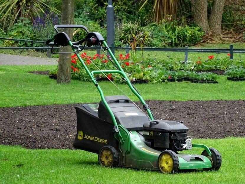 El cortacésped es indispensable para tener un jardín espectacular