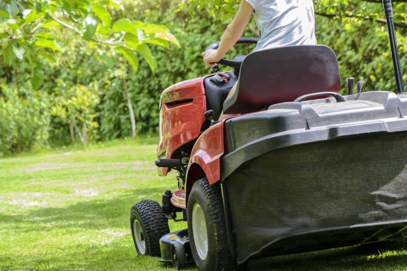 Guía de compra y comparativa de tractor cortacésped