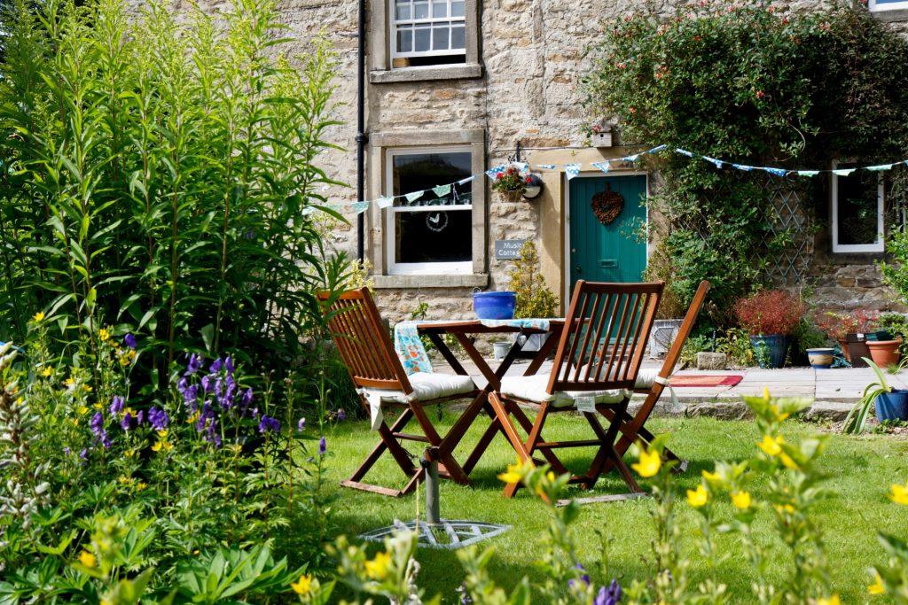 Los jardines rústicos están cada vez más de moda