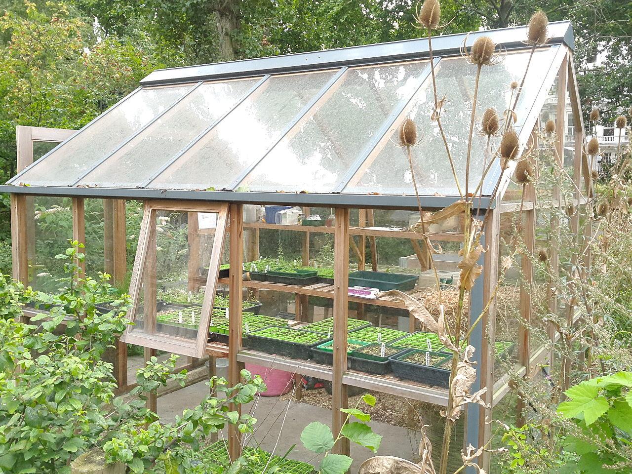 Si te gustan los DIY, no dudes en hacerte un invernadero casero