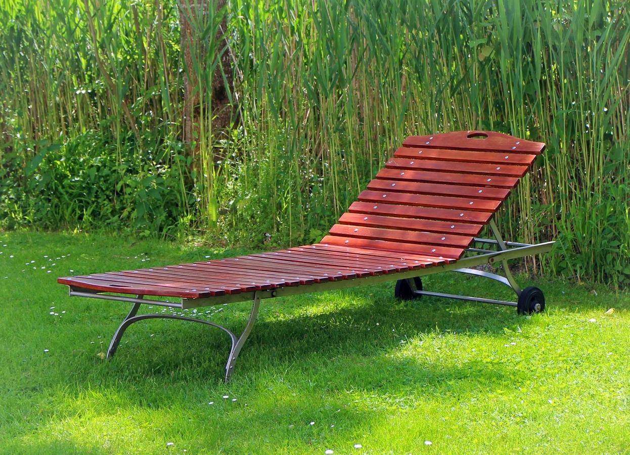 Las tumbonas de jardín son muebles excelentes para disfrutar del aire libre