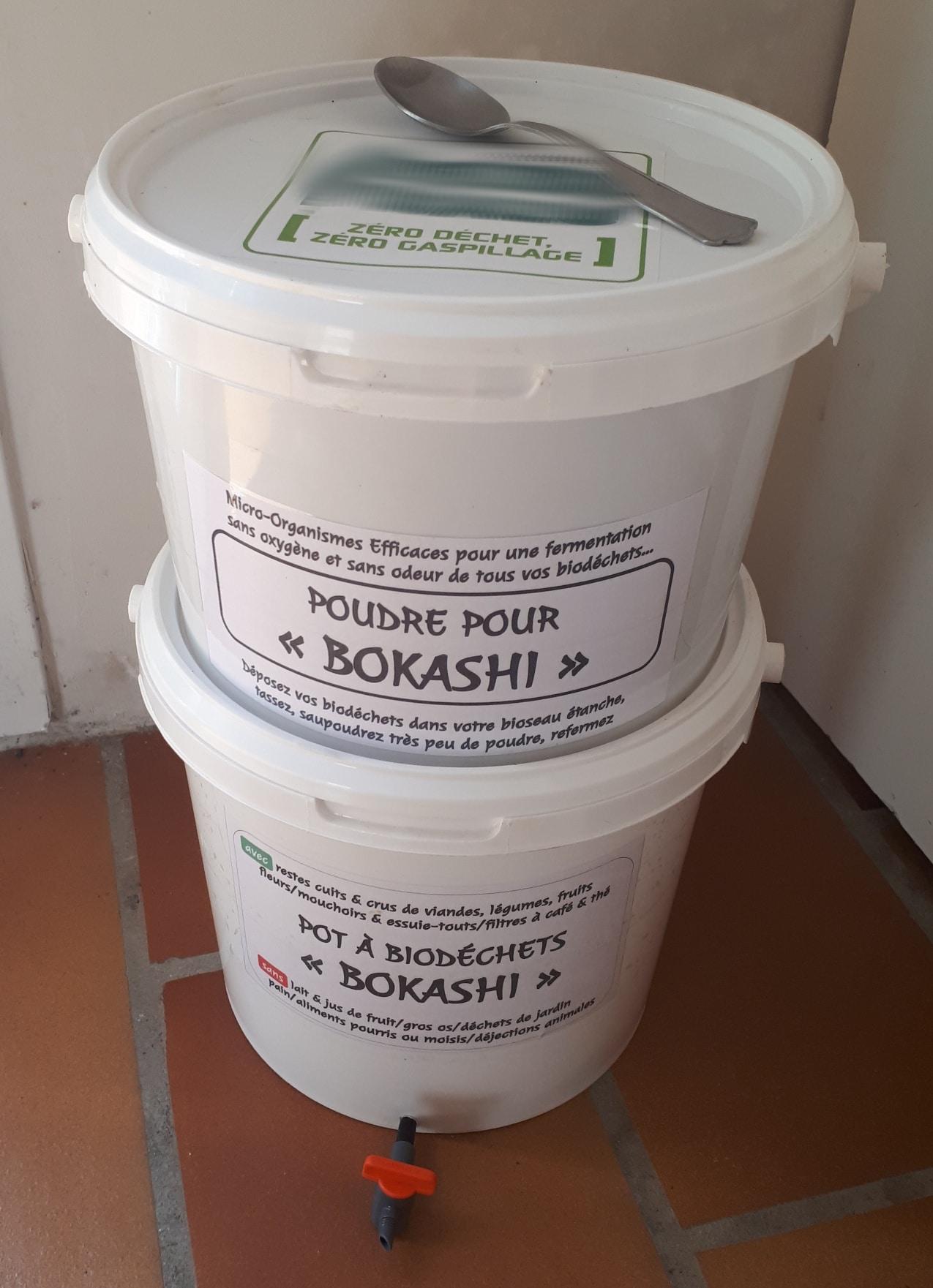 El bocashi se almacena en sacos o cubos