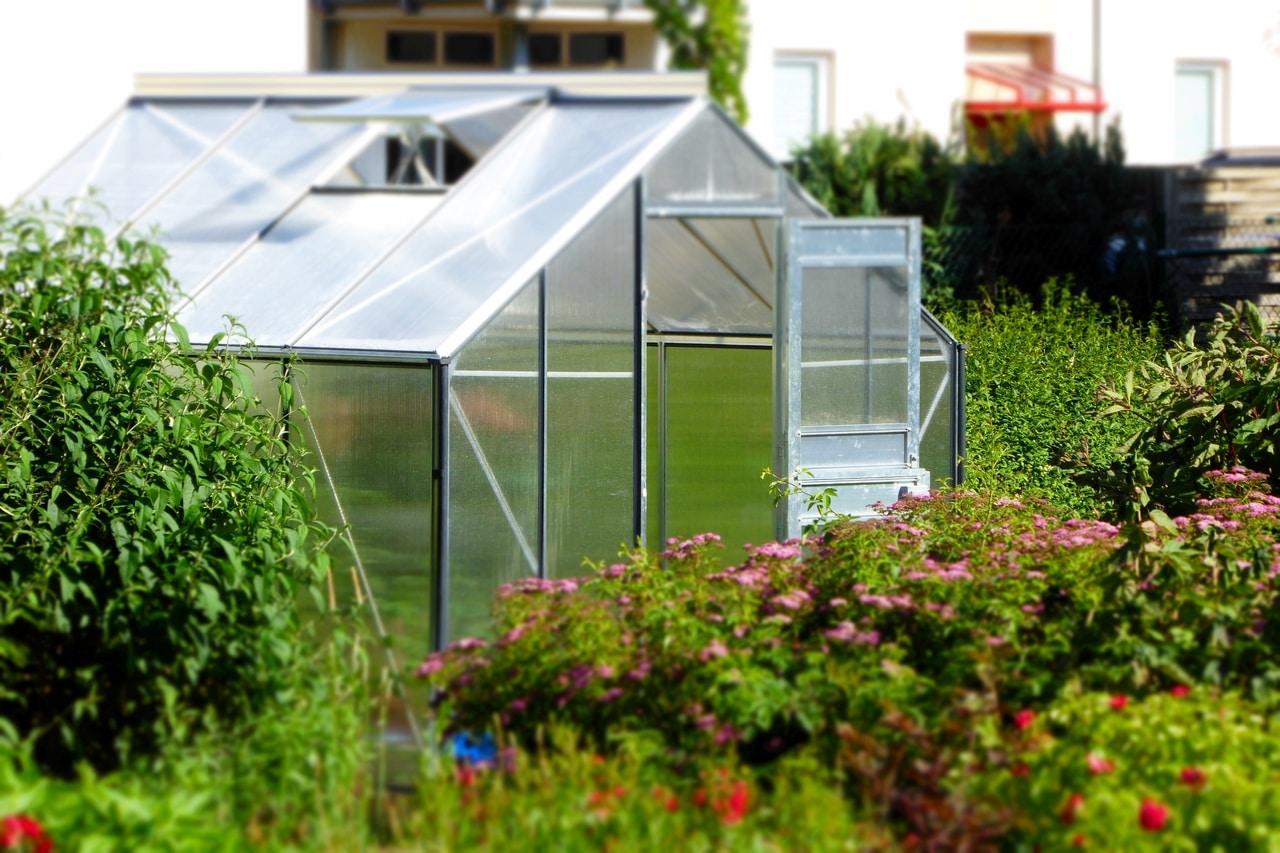 Un invernadero puede formar parte de un jardín todo el año