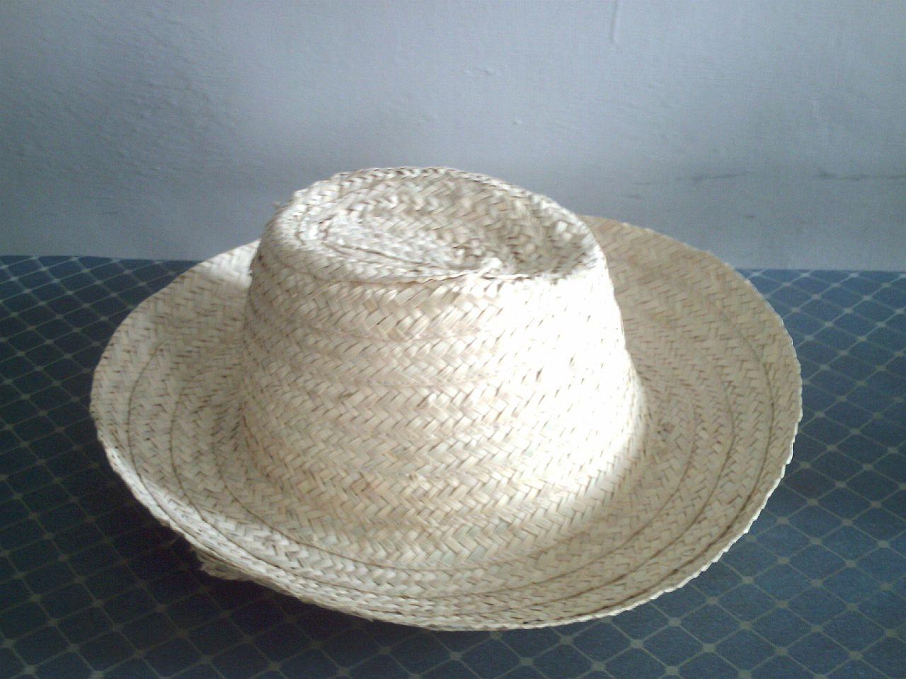 El sombrero de cogollo se hace con hojas de datilera
