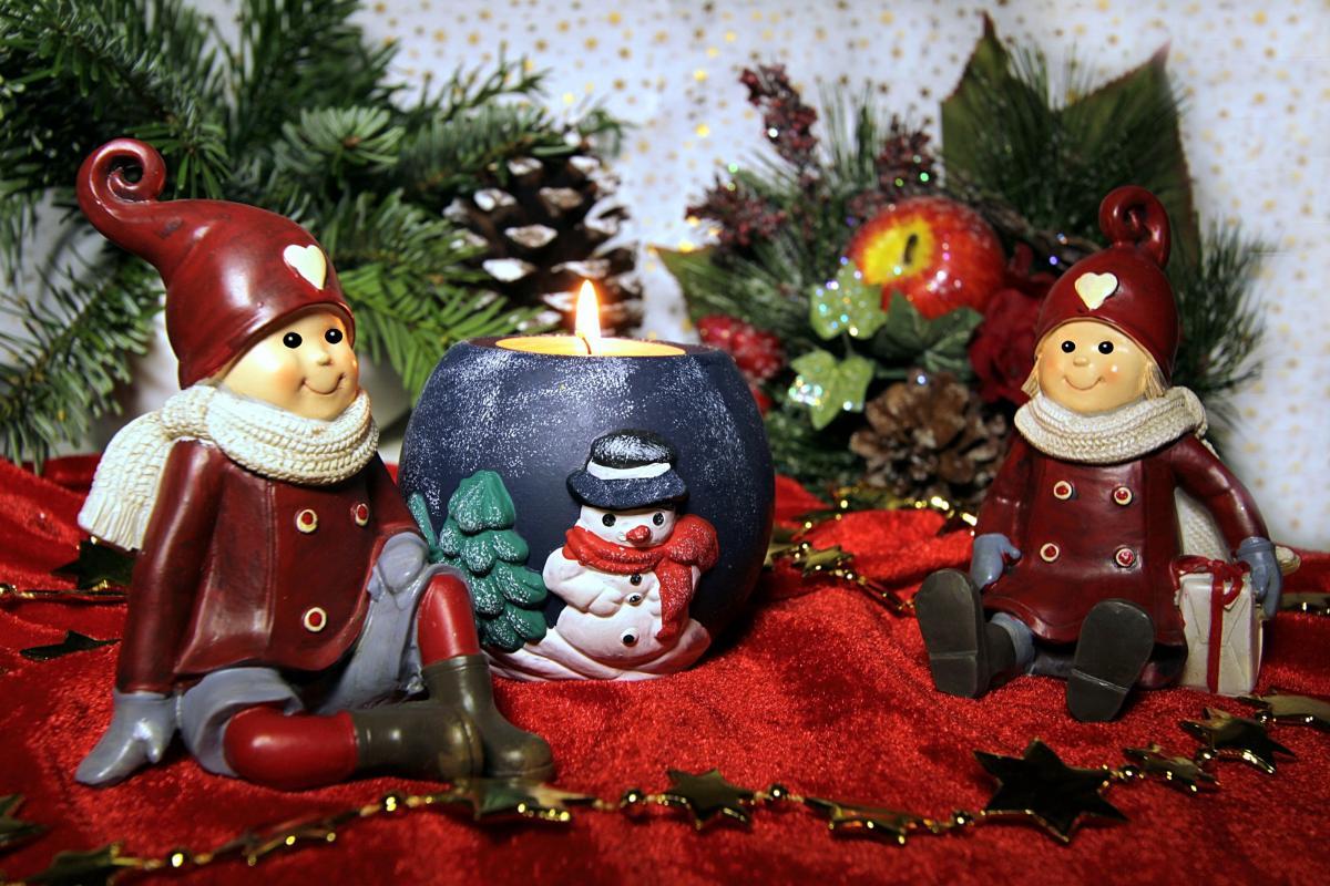 Incluye gnomos de navidad en tu jardín
