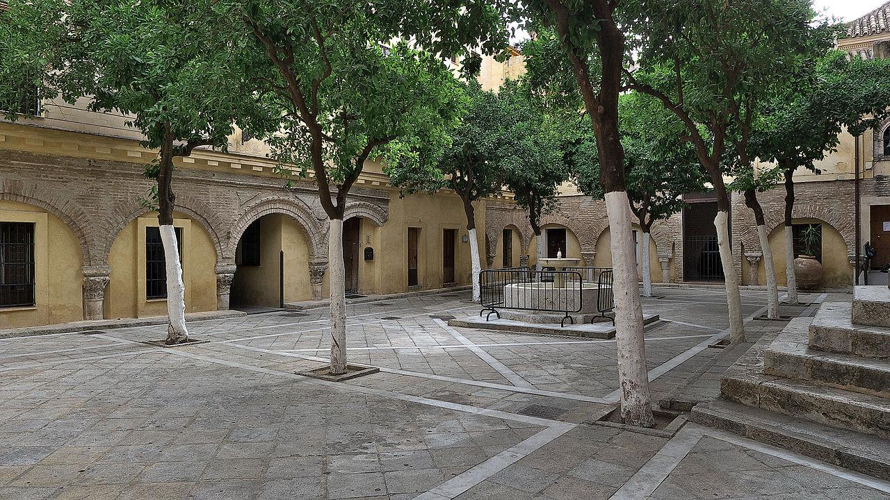 El Patio de los Naranjos se encuentra en Sevilla