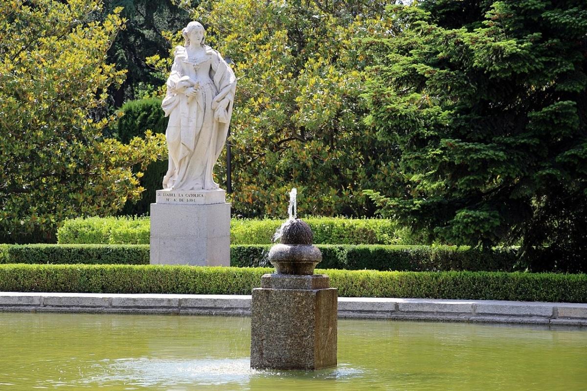 En los Jardines de Sabatini hay estatuas