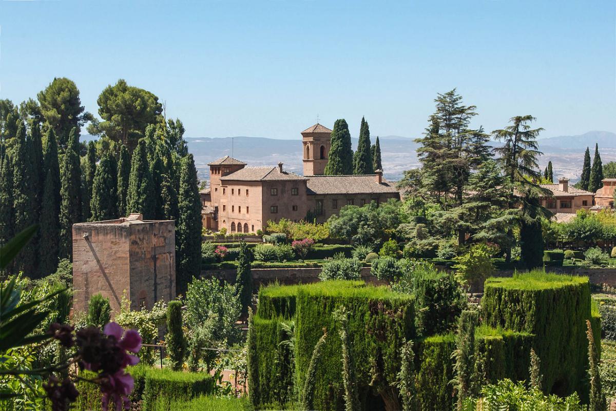 Los jardines de la Alhambra se encuentran en Granada