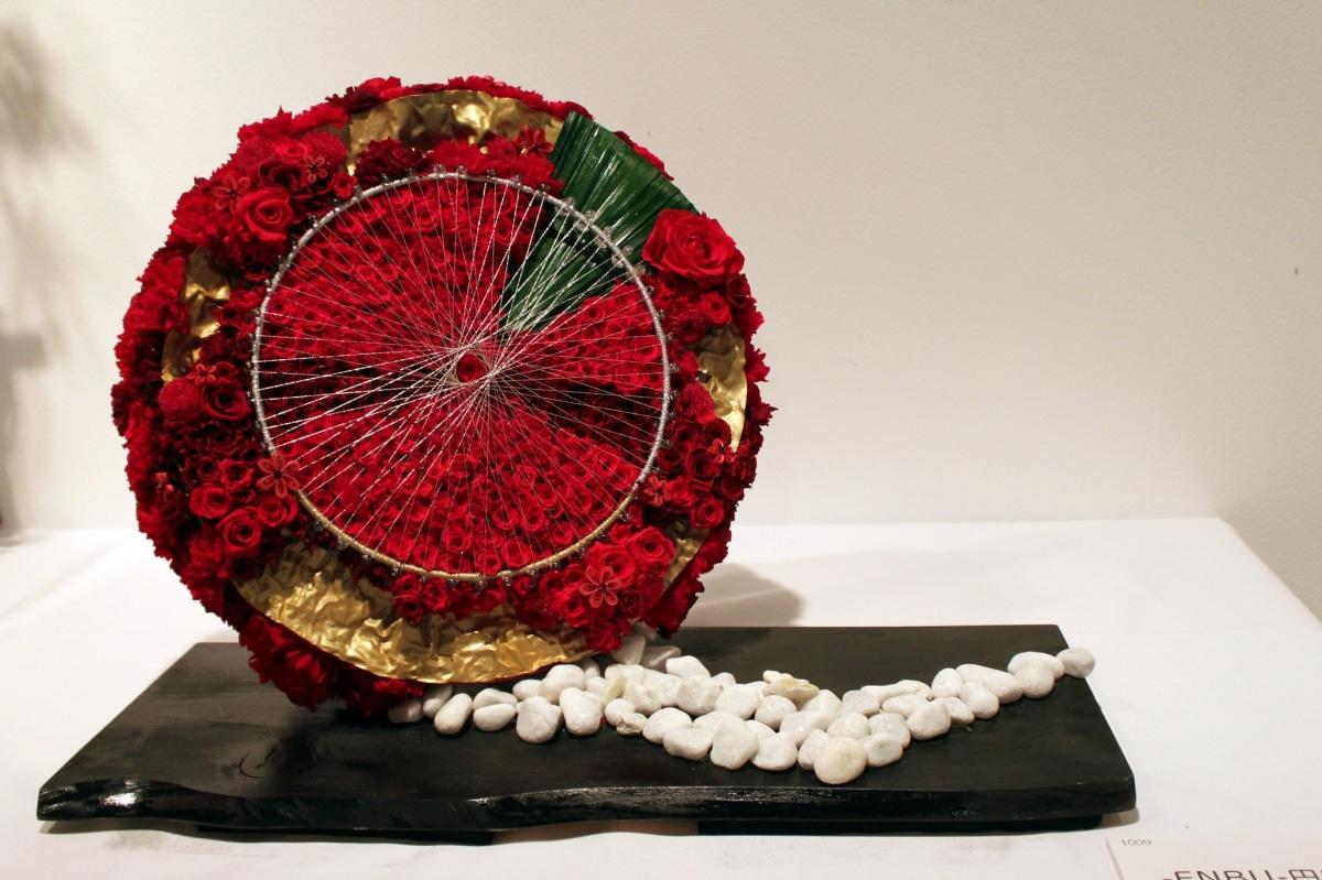 Puedes hacer bonitos arreglos con flores preservadas