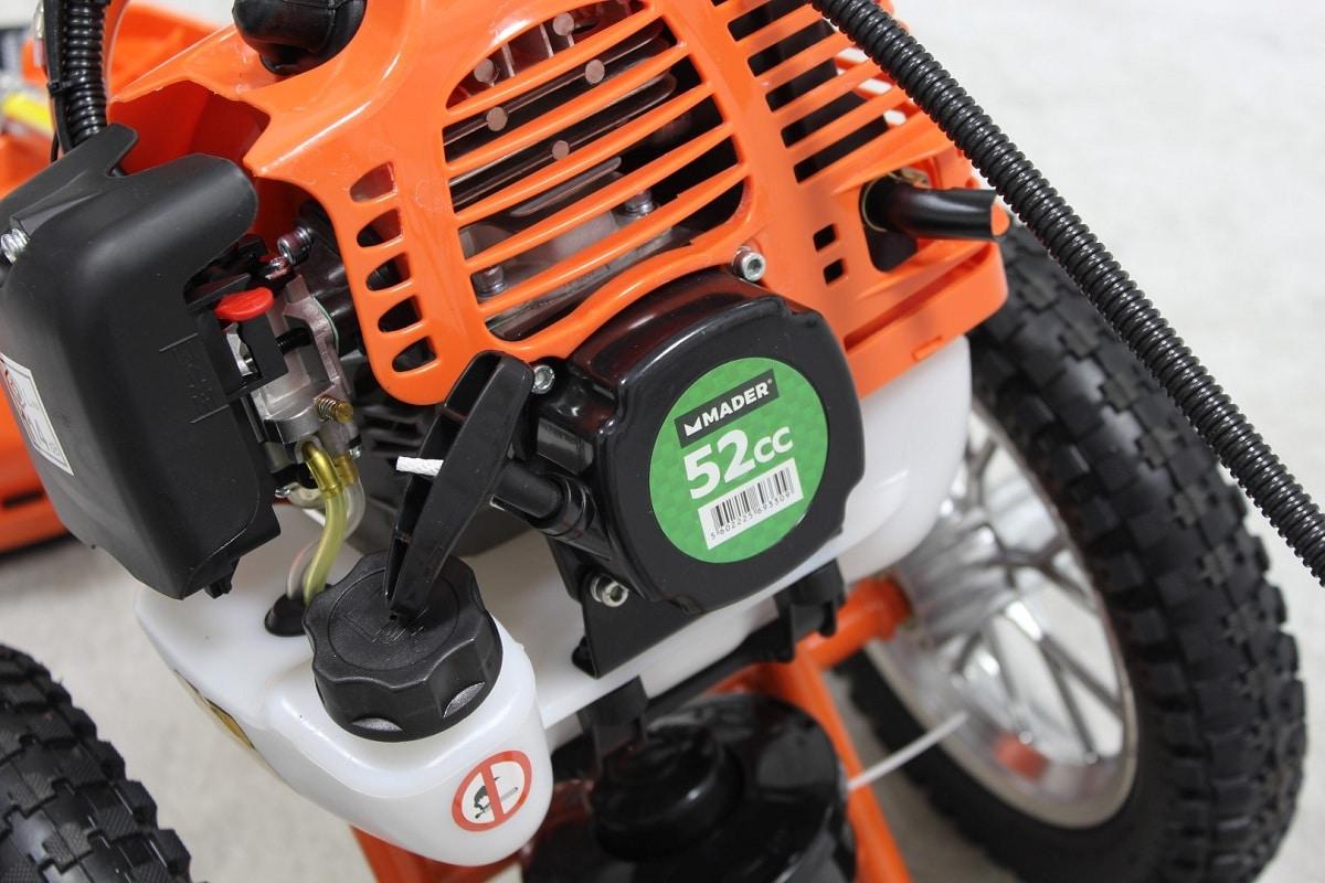 La desbrozadora con ruedas sirve para tener un césped perfecto