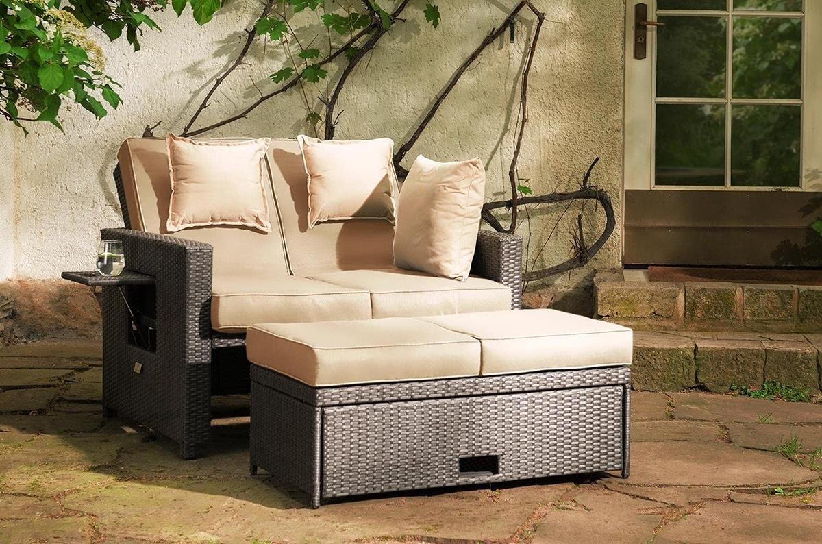 Existen diferentes diseños de sofás de jardín