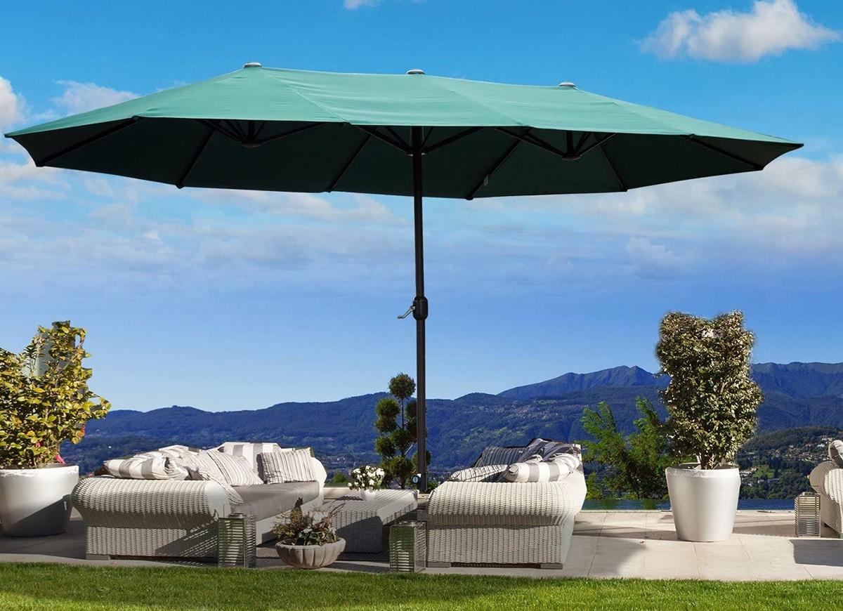Una sombrilla para jardín nos protegerá del sol